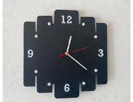 Exemples d'horloges découpées au laser