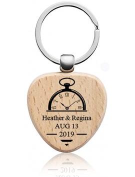 Porte-clés en bois gravé en forme de coeur